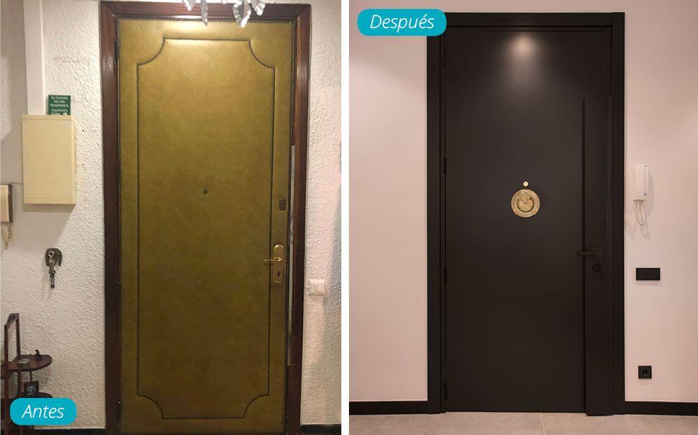 Antes y después puerta acceso vivienda de color negro