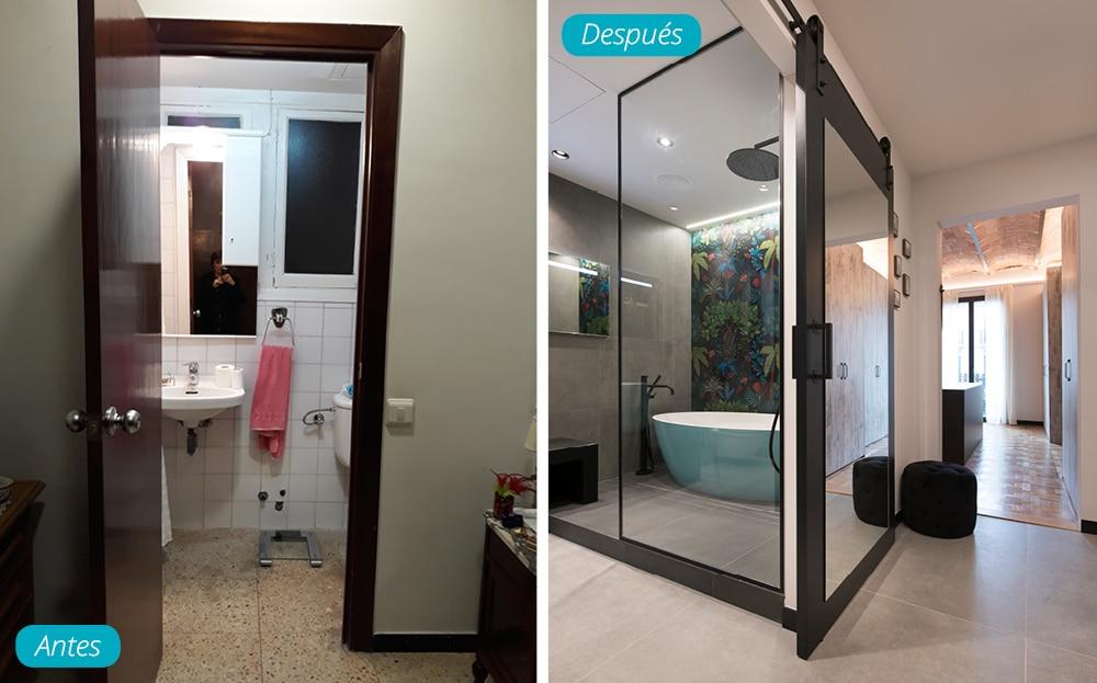 Antes y después acceso baño con puerta corredera estilo industrial