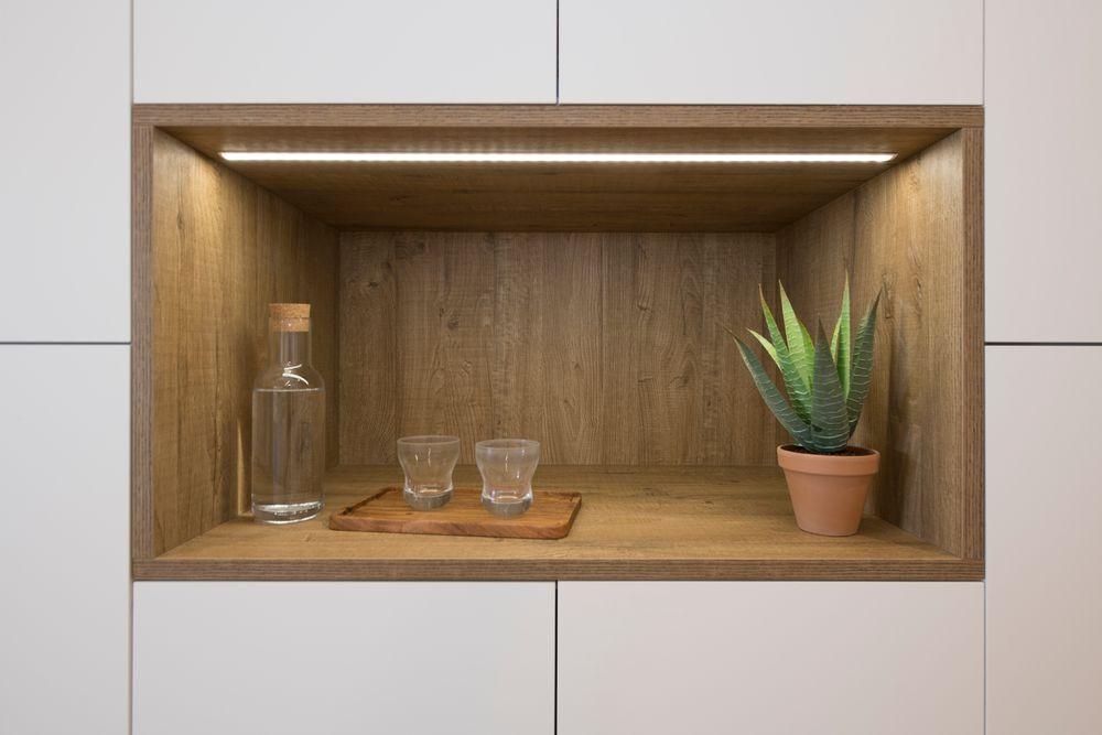 Hueco abierto en el mobiliario de cocina.