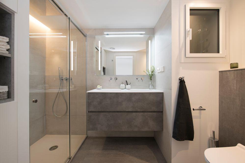 Mueble lavabo con acabado efecto cemento en gris