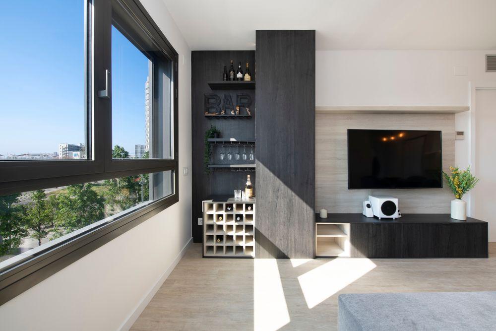 Mueble TV + Mueble bar de tonalidades oscuras. Proyectos mobiliario piso obra nueva en Barcelona Sincro