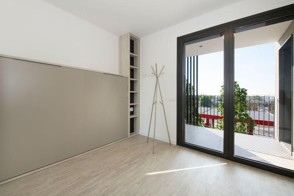 Habitación de con cama abatible mueble Tegar. Proyecto mobiliario Sincro