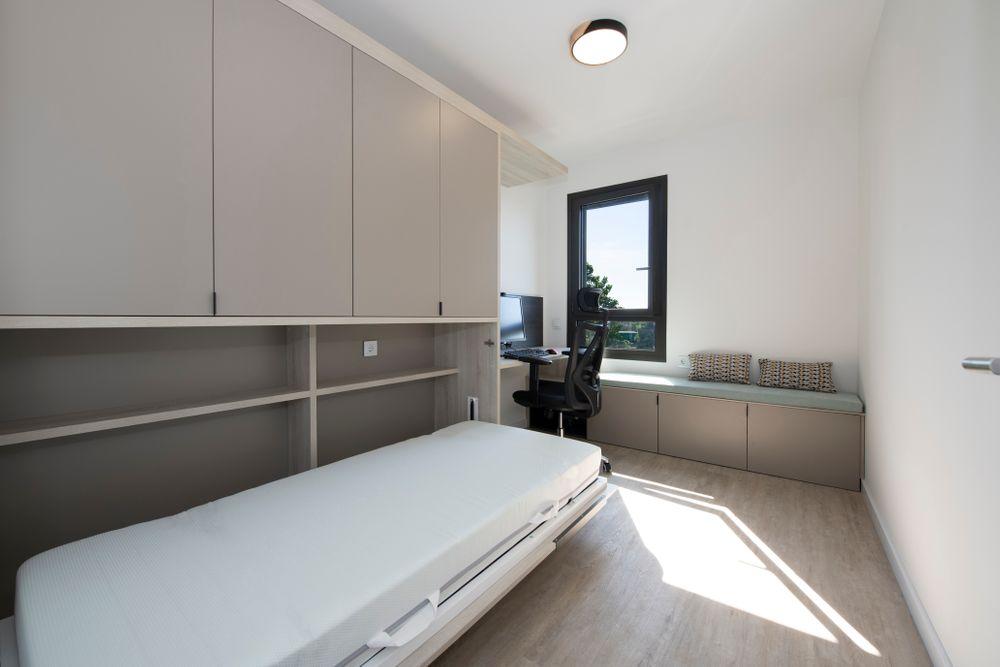 Cama abatible abierta individual en despacho piso. Proyecto dormitorio