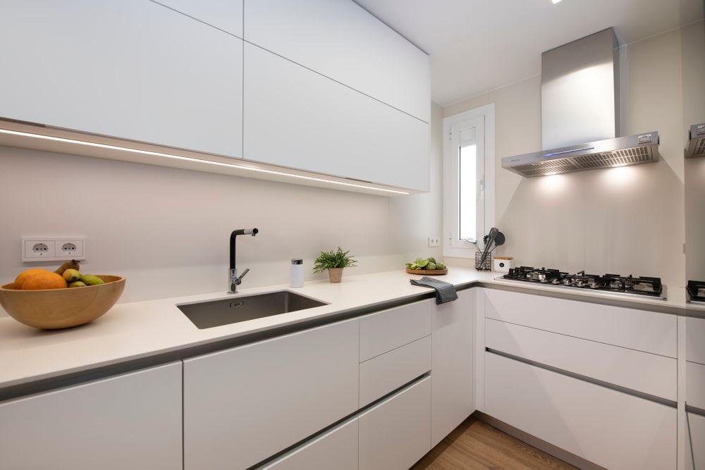 Espacio de trabajo de la cocina reformada por Sincro