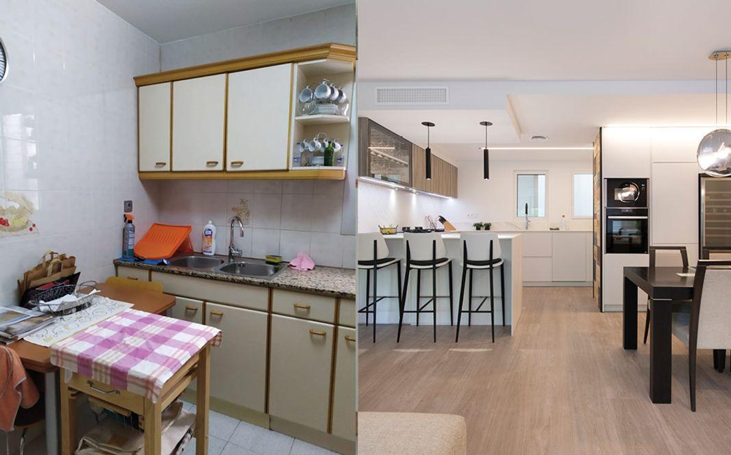 Antes y después de cocina cerrada a abierta al salón de color blanco y madera y península con barra. Sinro